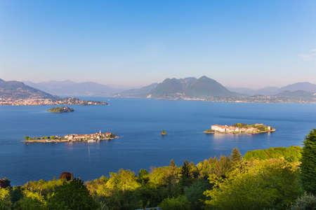 Foto de Landscape with Gulf Borromeo on Maggiore lake, Stresa, Italy - Imagen libre de derechos