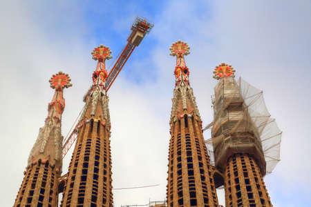 Foto de BARCELONA, CATALONIA, SPAIN-OCTOBER 17, 2017: Famous Antonio Gaudi Sagrada Familia Cathedral, Tower close up - Imagen libre de derechos