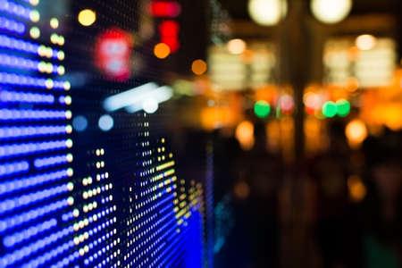 Foto de Hong Kong stock market price display at street in the night. - Imagen libre de derechos