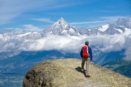 Foto de Hiker in the swiss alps - Imagen libre de derechos