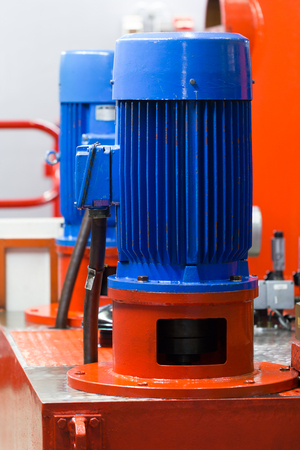 Photo pour Electric motor in industrial hydraulic application. - image libre de droit