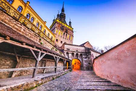 Foto de Sighisoara, Transylvania, Romania with famous medieval fortified city and the Clock Tower built by Saxons. - Imagen libre de derechos