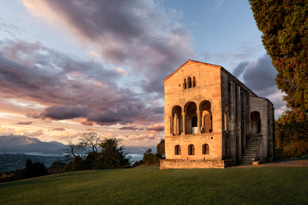 Foto per Santa Maria del Naranco, Oviedo, Asturias, Spain, Europe. Small palace church with crypt from the Pre-romanesque period. Top touristic cultural travel destination and UNESCO heritage. - Immagine Royalty Free