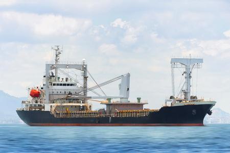 Foto per General Cargo ship in the ocean - Immagine Royalty Free