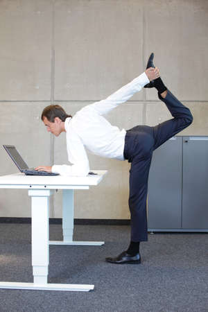 Photo pour Business man v3.0 - Young fit ,corporate warrior as a healthy life icon at work - image libre de droit