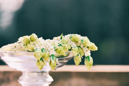 Foto de Garland jasmine flower beautiful on phan - tradition garland thai for mother day or wedding flower bunch - Imagen libre de derechos