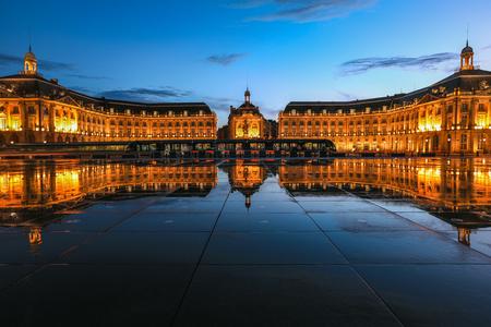 Photo pour Reflection of Place De La Bourse and tram in Bordeaux, France. - image libre de droit