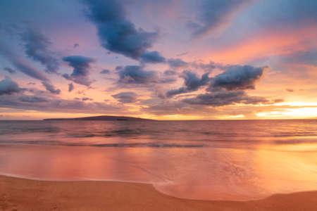 Foto de Sunset on Hawaii Beach - Imagen libre de derechos