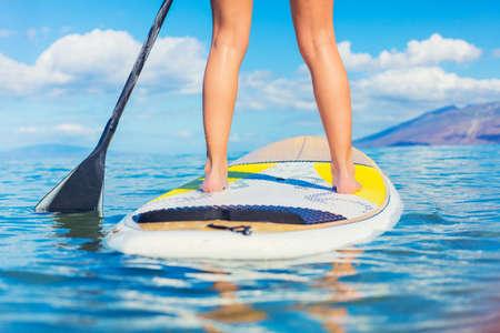 Foto de Attractive Young Woman Stand Up Paddle Surfing In Hawaii, Beautiful Tropical Ocean, Active Beach Lifestyle - Imagen libre de derechos