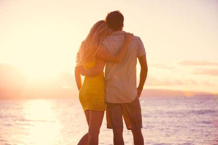 Photo pour Happy Romantic Couple Watching the Sunset on Tropical Beach Vacation - image libre de droit