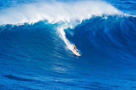 Photo pour Extreme surfer riding giant wave  - image libre de droit