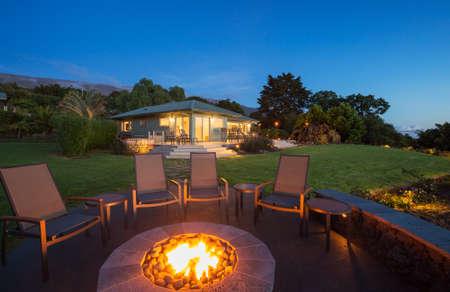 Foto de Luxury backyard fire pit at sunset - Imagen libre de derechos