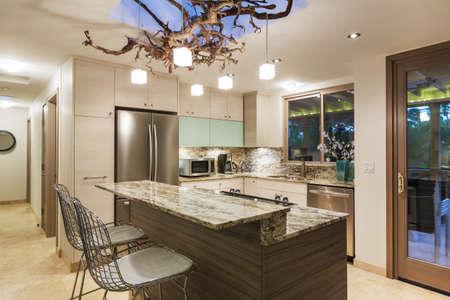 Photo pour Modern Kitchen Home Interior - image libre de droit