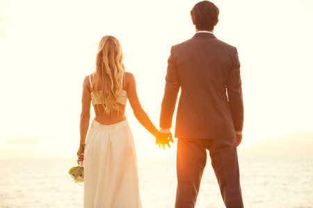 Photo pour Beautiful Sunset Wedding. Bride and Groom at Sunset - image libre de droit