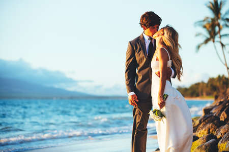 Foto für Romantic Wedding Couple Kissing on the Beach at Sunset - Lizenzfreies Bild