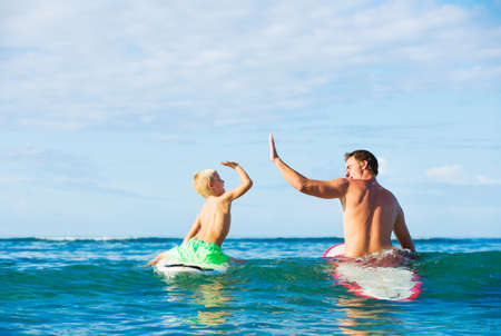 Photo pour Happy Father and Young Son Going Surfing Together - image libre de droit
