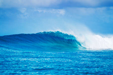 Photo pour Blue Ocean Wave, Epic Surf - image libre de droit
