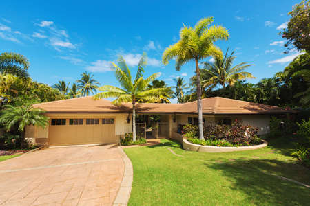 Photo pour Tropical Luxury Home, Exterior View with Green Lawn and Driveway - image libre de droit