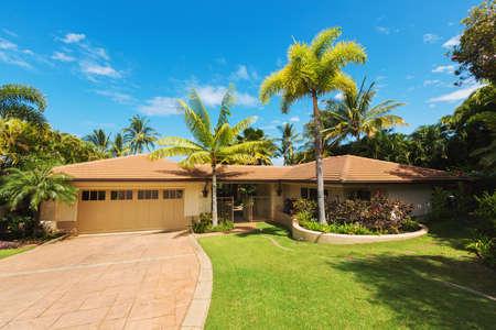 Foto de Tropical Luxury Home, Exterior View with Green Lawn and Driveway - Imagen libre de derechos