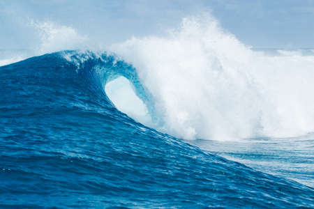 Photo pour Blue Ocean Wave - image libre de droit