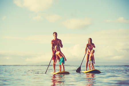Photo pour Family stand up paddling at sunrise, Summer fun outdoor lifestyle - image libre de droit