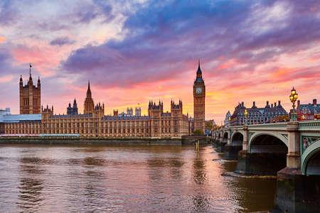Photo pour Cityscape of Big Ben and Westminster Bridge with river Thames at sunset, London, UK - image libre de droit
