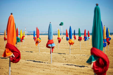 Foto de Many colorful umbrellas on the sand beach of Deauville, Normandy, France - Imagen libre de derechos