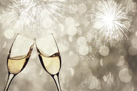 Photo pour Champangne glasses on sparkling background - New Year concept - image libre de droit