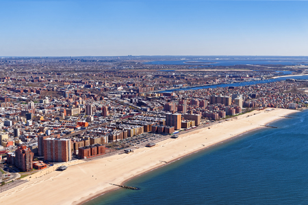 Photo pour Aerial view of Long Island in New York, USA. It is the westernmost residential and commercial neighborhood of the New York City borough of Queens. - image libre de droit