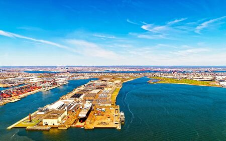 Foto de Aerial view of Dry Dock and Repair and Port Newark and Global international shipping containers, Bayonne, New Jersey. NJ, USA. Harbor cargo. Staten Island with St George Ferry terminal, New York City - Imagen libre de derechos