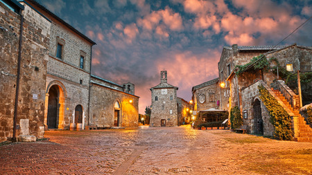 Photo pour Sovana, Grosseto, Tuscany, Italy: ancient square at dawn in the old town of the medieval village founded in Etruscan times - image libre de droit