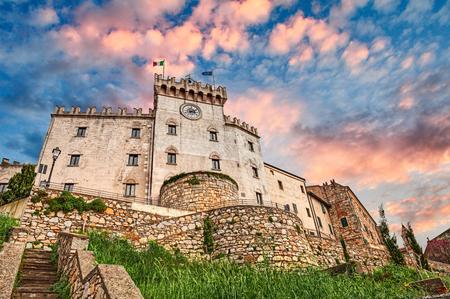 Foto de Rosignano Marittimo, Livorno, Tuscany, Italy: medieval italian castle in the village in province of Leghorn - Imagen libre de derechos