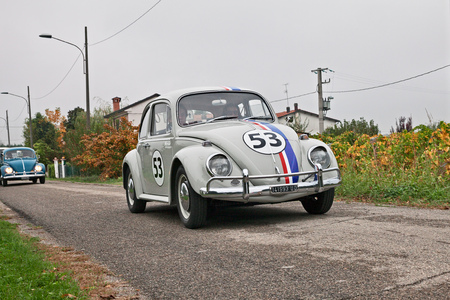 Photo pour vintage Volkswagen Type 1 Beetle Herbie of the sixties in classic car rally Battesimo dell'aria, on november 4, 2018 in Lugo, RA, Italy - image libre de droit