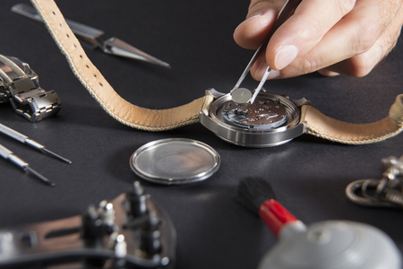 Photo pour Close up of replacing a watch battery with watchmaker tools - image libre de droit