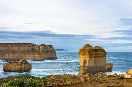 Photo pour Impressive rock formations, natural landmarks along Australian coastline. Nature background - image libre de droit