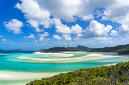 Photo pour Tropical beach paradise background of turquoise blue water and Coral sea beach. Aerial Whitehaven beach and Hill inlet estuary - image libre de droit