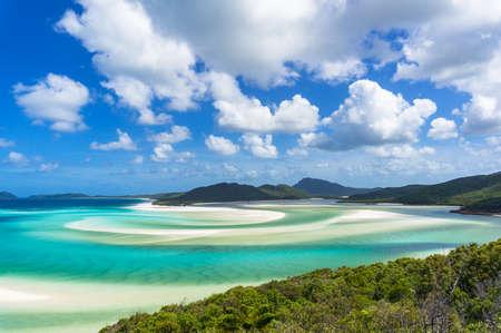 Foto de Tropical beach paradise background of turquoise blue water and Coral sea beach. Aerial Whitehaven beach and Hill inlet estuary - Imagen libre de derechos