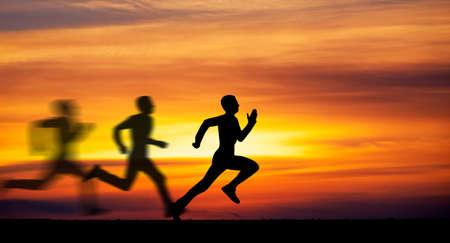 Foto de Silhouette of running man against the colorful sky. Silhouette of running man on sunset fiery background - Imagen libre de derechos