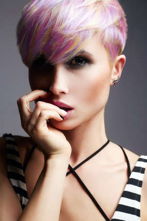 Photo pour Short Hair Girl. Beauty Fashion Model Girl with Colorful Dyed Hair. Woman with perfect Makeup and Hairstyle. Rainbow Hairstyles - image libre de droit