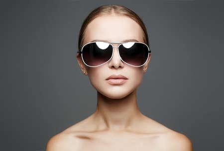 Foto de beautiful young woman in sunglasses. fashionable girl close up portrait - Imagen libre de derechos