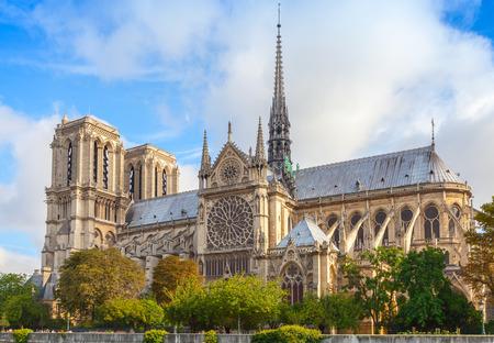 Photo pour Notre Dame de Paris cathedral, France. The most popular city landmark - image libre de droit