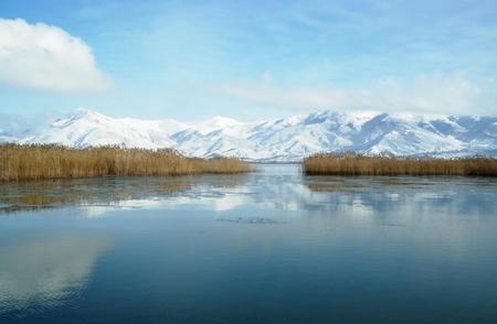 Photo pour Winter landscape in Prespa lake - image libre de droit