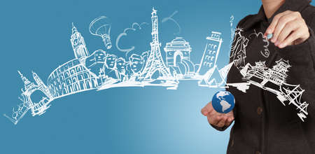 Foto de businesswoman draws dream travel around the world - Imagen libre de derechos