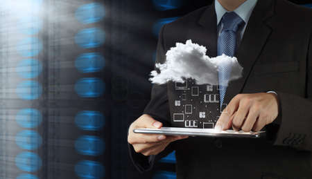 Photo pour Businessman hand working with a Cloud Computing diagram on the new computer interface as concept - image libre de droit
