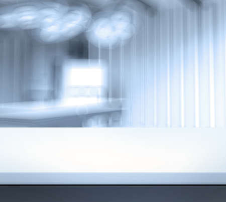 Foto de Empty table and blurred  background for medical product presentation - Imagen libre de derechos