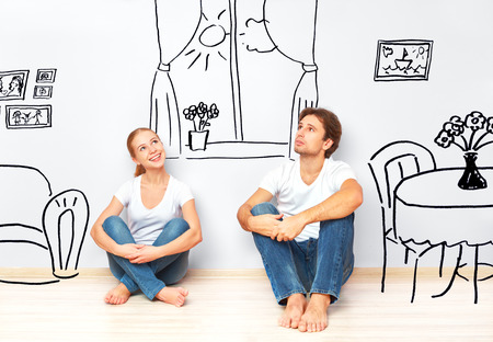 Photo pour Concept family: Happy couple in the new apartment dream and plan interior - image libre de droit