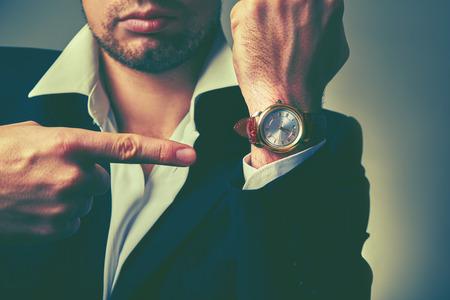 Photo pour concept of time. watches on the arm of stylish businessman - image libre de droit