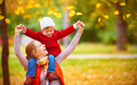 Photo pour happy family: mother and child little daughter play cuddling on autumn walk in nature outdoors - image libre de droit