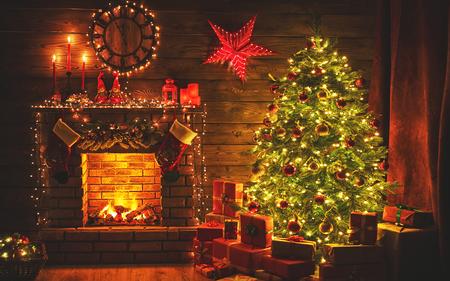 Foto de interior christmas. magic glowing tree, fireplace gifts in  dark at night - Imagen libre de derechos