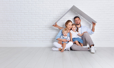 Photo pour concept housing a young family. mother father and children in a new home  - image libre de droit